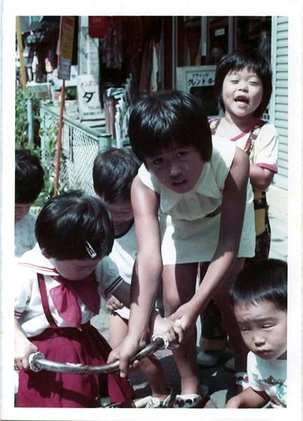 一番街で遊ぶ子供たち
